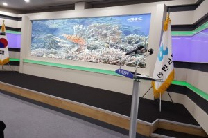 Barco UniSee LCD Video Wall perfects background for Farmer's Newspaper and Broadcast